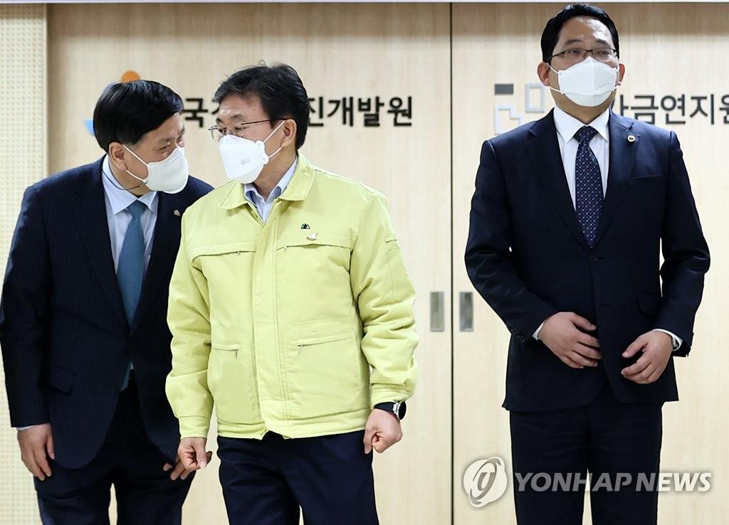 """최대집 """"의사면허 취소법 의결 시 총파업…자율 징계권 달라""""(종합)"""