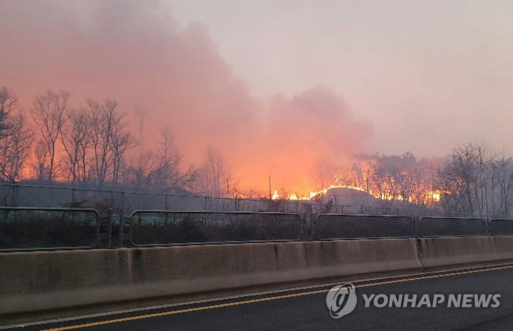 """전해철 행안장관 """"안동 등 산불 대응에 인명보호 최우선으로""""(종합)"""