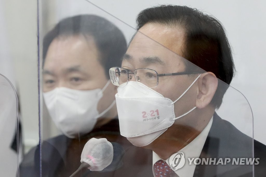 """주호영 """"흐지부지되리라 생각말라""""…김명수 사퇴 압박"""