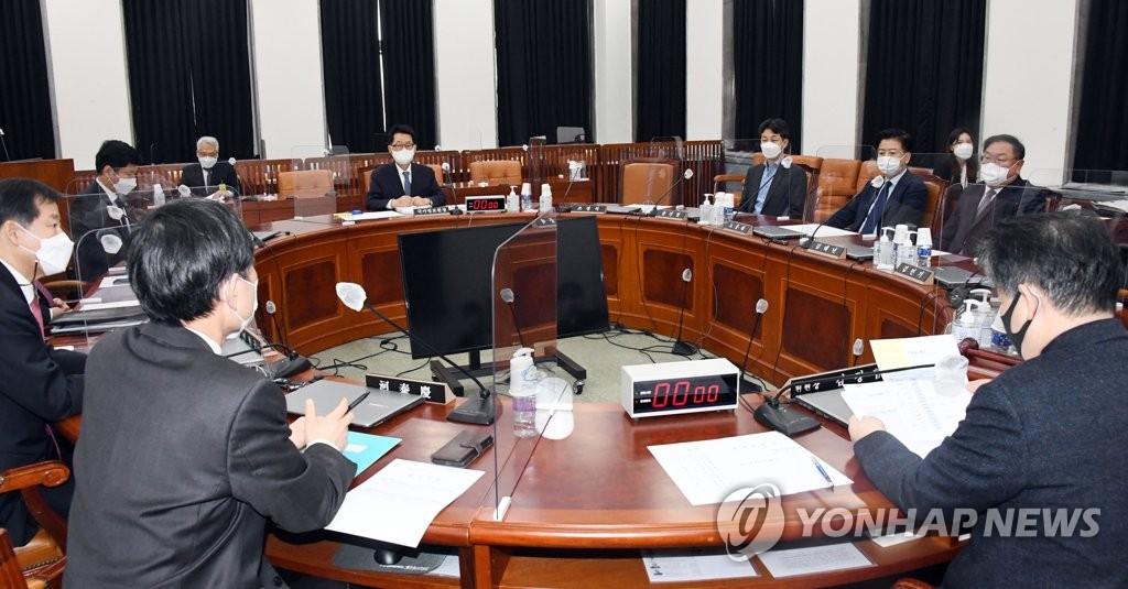 與정보위원, 국정원에 'MB 불법사찰 문건' 제출 요구