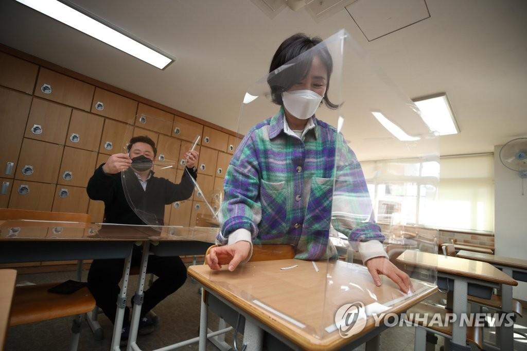 '개학 D-7' 확대되는 등교수업…방역·학습 두 마리 토끼 잡기