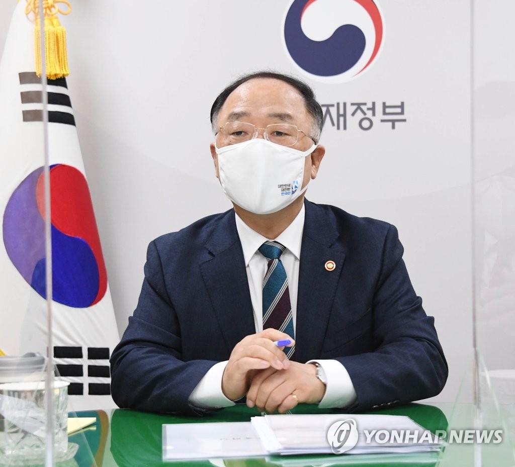 """홍남기 """"자영업자 지원, 방역조치 강도·업종별 피해로 세분화""""(종합)"""