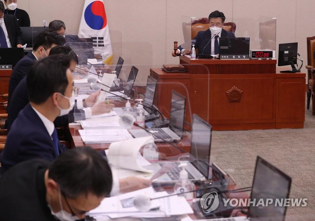 '금고형에 면허취소' 의료법 처리 불발…법사위서 추가 논의