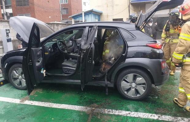 지난달 대구 달서구에서 충전 중이던 전기차 코나EV에서 화재가 발생했다. 사진=연합뉴스