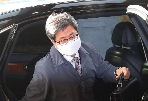 김명수 대법원장이 지난 5일 서울 서초구 대법원으로 출근하고 있다. /사진=연합뉴스