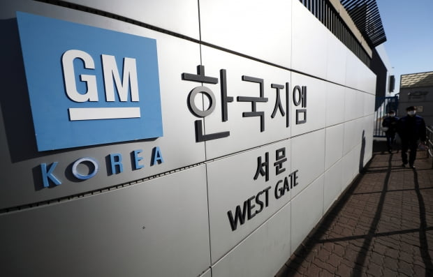 반도체가 없어서 낡은 공장이 멈춘다 … 한국 지엠 공장 가동률의 절반