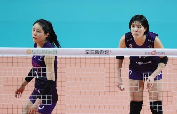지난해 10월 경기에 출전한 이재영과 이다영(왼쪽) / 사진=연합뉴스