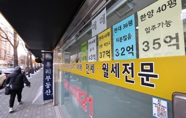 서울 강남구 압구정동 아파트 주변 중개업소 전경. /연합뉴스