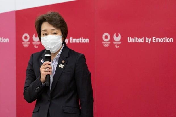 하시모토 세이코 신임 도쿄올림픽·패럴림픽 조직위원회 회장이 18일 도쿄에서 열린 조직위 이사회에서 발언하고 있다. /사진=로이터