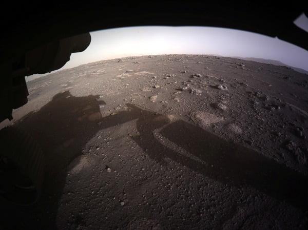 미국의 화성 탐사선인 퍼시비어런스가 화성 표면을 촬영해 전송한 이미지. 사진=REUTERS