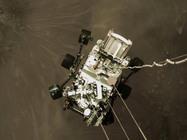 미 탐사 로버의 화성 착륙 직전 모습/사진=REUTERS