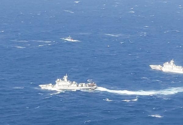 지난 20일 경북 경주 감포 해상에서 해경이 전복된 어선에 타고 있다가 실종된 선원들을 수색하고 있다. /사진=연합뉴스
