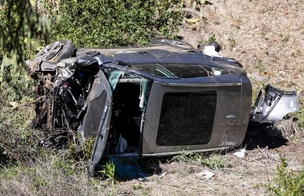 타이거 우즈가 운전한 제네시스 GV80가 도로 밖으로 굴러 떨어졌다. 사진=EPA