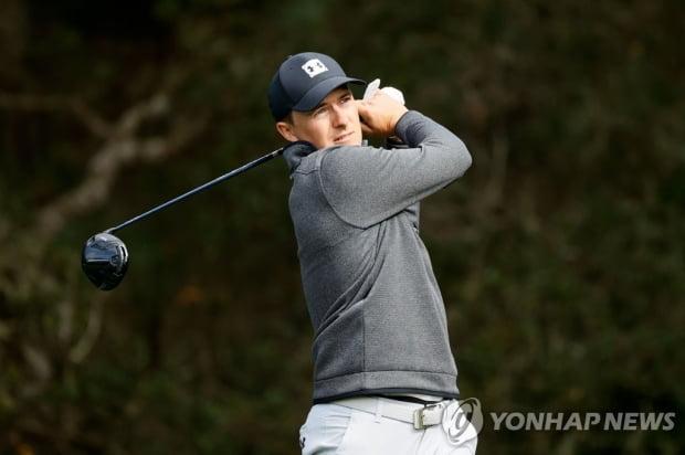 스파이 PGA 투어 ATT 페블 비치 프로암 2R 선두… 강성훈 37 위