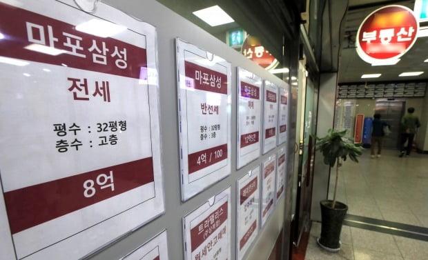 전월세 금지법이 시행되면서 새 아파트의 전월세 시장은 사라지게 됐다. 서울 부동산 중개업소 전경. / 사진=뉴스1
