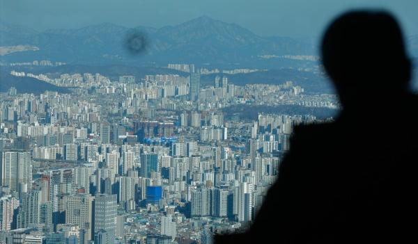 서울 중구 남산서울타워에서 바라 본 도심 아파트 일대/사진=뉴스1