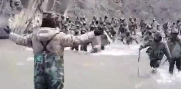 중국 인도 국경분쟁 영상. 중국군이 인도군을 상대하는 모습/사진=바이두 캡처
