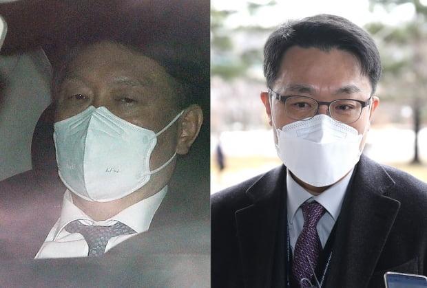 윤석열 검찰총장(왼쪽)과 김진욱 고위공직자범죄수사처(공수처) 처장이 2일 오전 출근하는 모습. 사진=뉴스1