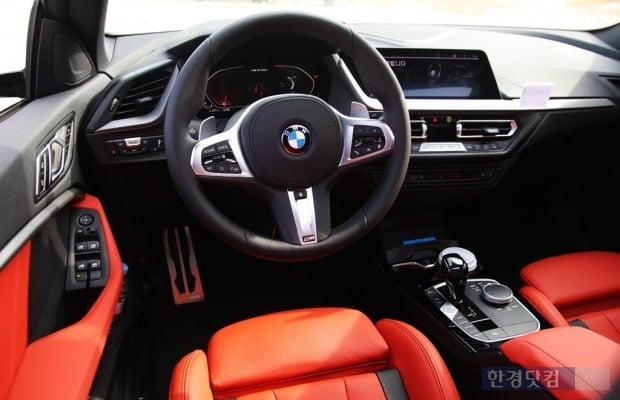 BMW M235i X드라이브 실내 모습. BMW의 최신 인테리어를 따르고 있다. 사진=오세성 한경닷컴 기자