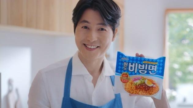 팔도는 팔도비빔면이 정우성 씨가 출연한 TV광고와 다양한 프로모션을 통해 '원조 비빔면' 이미지를 공고히 할 계획이라고 5일 밝혔다. 사진=한국야쿠르트