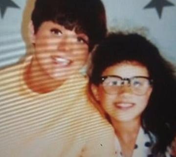 서맨사 마클과 메건 마클이 어린 시절 함께 찍은 사진. 사진 출처=미국 현지 매체 '인사이드 에디션'
