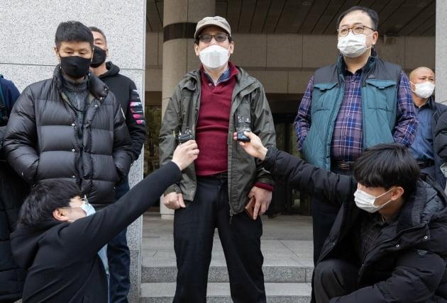 '부산 형제복지원 사건' 피해자들이 11일 서울 서초구 대법원 앞에서 입장을 밝히고 있다. 뉴스1