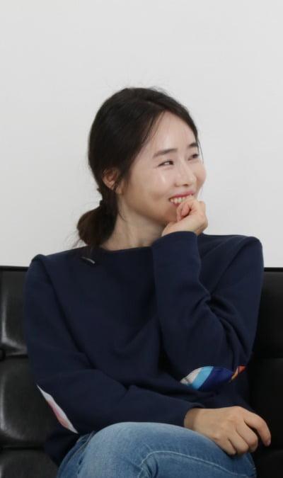 강지현 아이스토리 대표. 강 대표는 북한에 남아 있는 가족의 신변 보호를 위해 얼굴의 일부분만 촬영하길 요구했다.