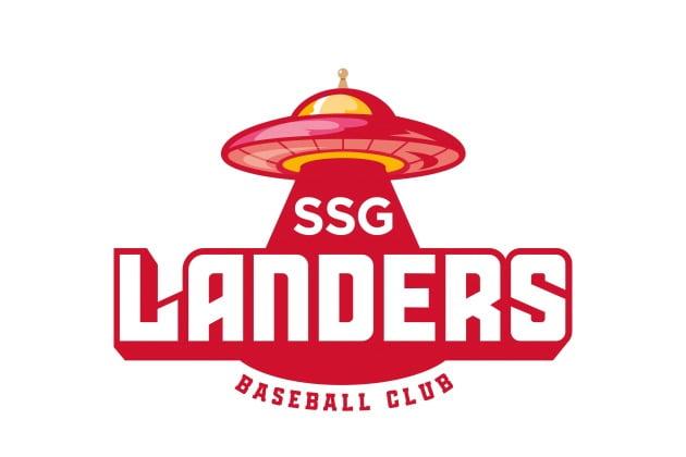 신세계그룹은 12일 프로야구단 SSG 랜더스(옛 SK와이번스)의 팀 색상과 엠블럼, 로고를 공개했다. 사진=이마트