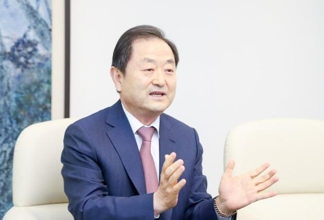신용문 한국금형공업협동조합 이사장(신라엔지니어링 대표)