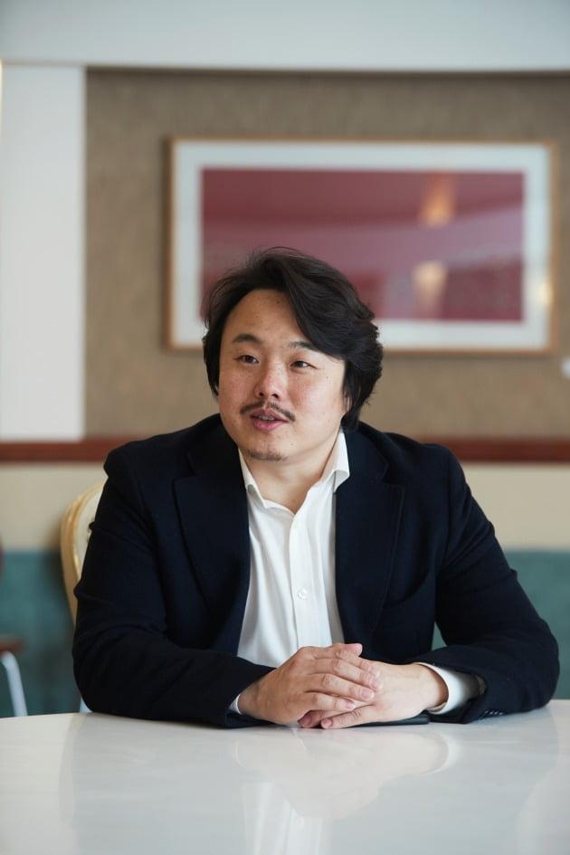 테너 최원휘가 17일 서울 예술의전당에서 열리는 음악회 '봄을 여는 소리'에 나선다. 예술의전당 제공