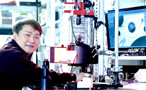 [인천대학교 초기창업패키지] 휴대폰 디스플레이 필름 제조에 필요한 렌즈 등 부수장비 만드는 다솔솔루션