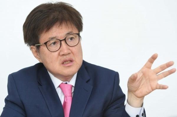 """""""'소주성' 설계자 홍장표를 수장으로? KDI도 해체시킬 거냐"""""""