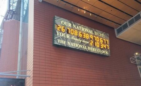 미국 뉴욕 맨해튼에 설치된 미 국가부채 시계. 뉴욕=조재길 특파원