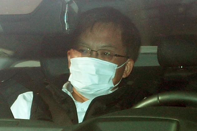 조남관 검찰총장 직무대행이 22일 오전 서울 서초구 대검찰청으로 출근하고 있다. 뉴스1