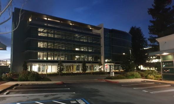 구글 마운틴뷰 캠퍼스. 코로나19로 재택근무가 많아지며 사무실 안에 책상 등 사무기구도 잘 보이지 않는다.