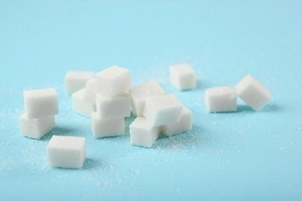 국회에서 국민 건강증진을 이유로 '설탕세'를 도입하려는 움직임을 보이자 업계에서도 관련 논의가 본격화되고 있다. /사진=게티이미지