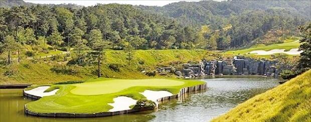 최근 홀당 95억원에 거래된 경기 이천 사우스스프링스 CC 모습.