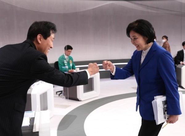 인사하는 박영선-오세훈 [사진=연합뉴스]