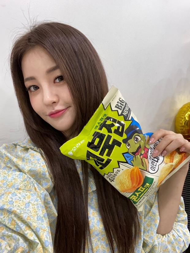 오리온, 꼬북칩 모델로 '브레이브걸스 유정' 선정!