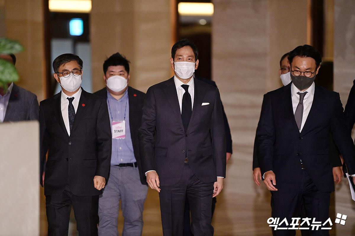 정용진 부회장 '마스크 착용은 필수'[포토]