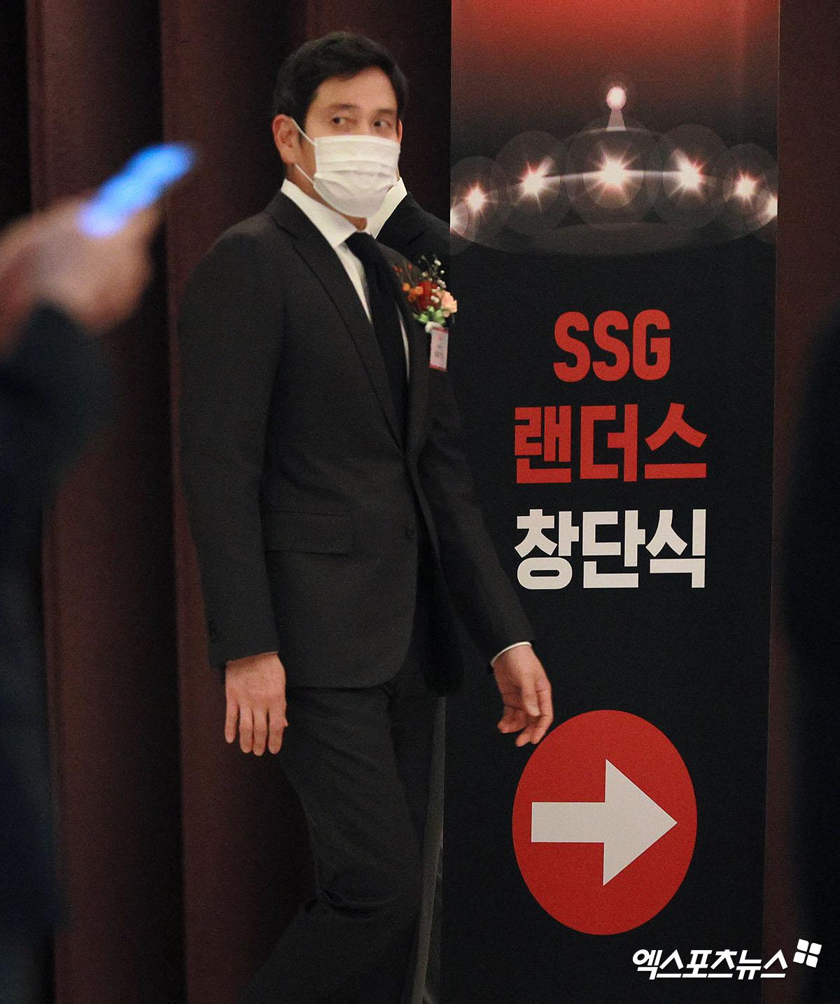 SSG 창단식 행사장으로 향하는 정용진 부회장[포토]