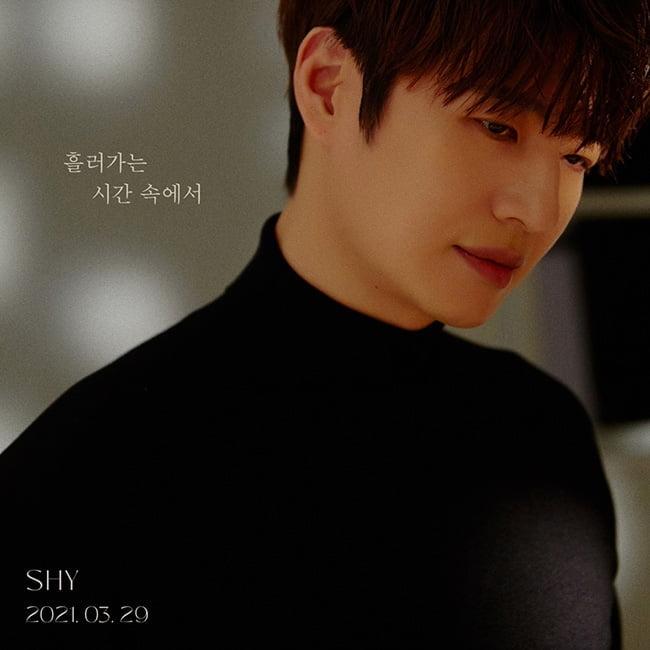 SHY(손호영), 신곡명은 '흘러가는 시간 속에서'…NEW 콘셉트 '궁금 UP'