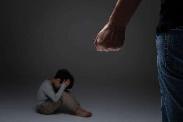 여자친구의 네 살배기 아들에게 전치 3주의 폭행을 가한 40대 남성에게 검찰이 징역 3년을 구형했다. 사진은 기사와 무관함. /사진 =게티이미지뱅크