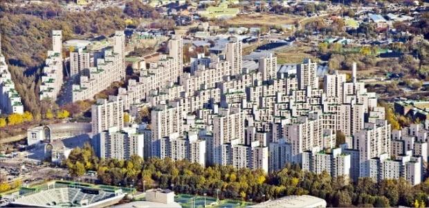 재건축 정밀안전진단을 통과한 서울 방이동 '올림픽선수촌아파트'.  /한경DB