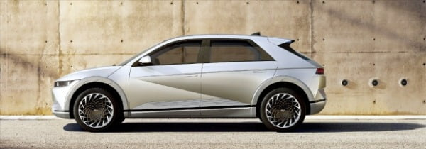현대자동차가 지난달 공개한 아이오닉 5. 전기차 전용 플랫폼 'E-GMP'를 처음으로 적용한 모델이다.  현대차 제공