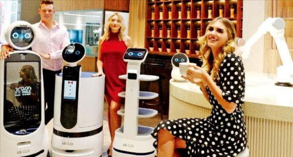 LG전자는 지난해 공개한 로봇 'LG 클로이 봇' 공급을 올해 본격 확대할 계획이다.  LG 제공