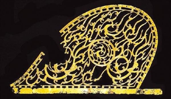 평양 역포 진파리 6호분에서 발견된 금동 해모양구름무늬 뚫음새김 장식품