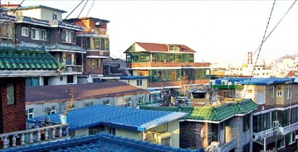 서울 서남부권의 신흥 주거타운이 될 것이란 기대를 받는 노량진뉴타운 재개발 사업이 급물살을 타고 있다. 총 8개 구역으로 나뉘어 개발이 진행 중인 노량진뉴타운 일대.  한경DB