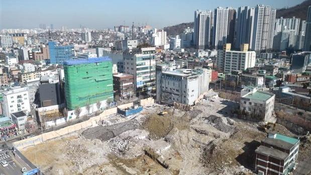 4만 가구 규모의 재개발·재건축 등 정비사업이 진행 중인 경기 광명시 광명동 일대. 최근 수도권의 여섯 번째 3기 신도시로 선정됐다. /한경DB
