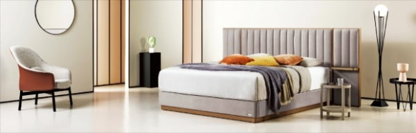 무광의 금속 느낌으로 침대 테두리를 구성한 '라노떼'